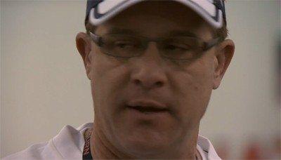 Auburn head coach Gus Chizik offers wisdom to the team.